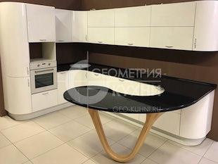Элегантная черно-белая кухня