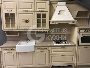 Кухня с расписными фасадами