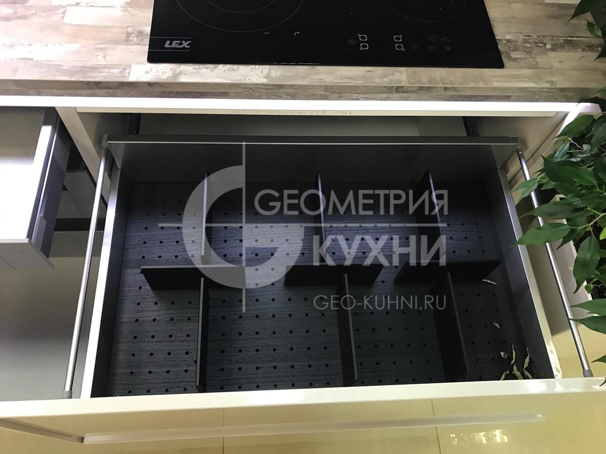 belaya-pryamaya-kukhnya-na-zakaz-spb-geometriya-13