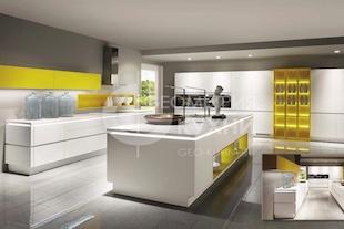 Кухня Скарлетт с крашенными фасадами