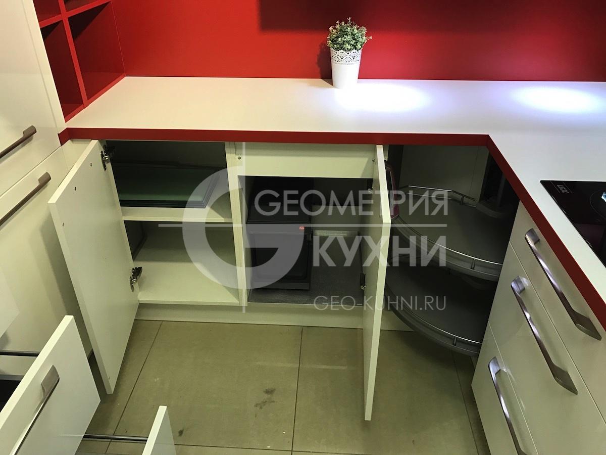 kukhnya-na-zakaz-spb-white-red-geometriya-13