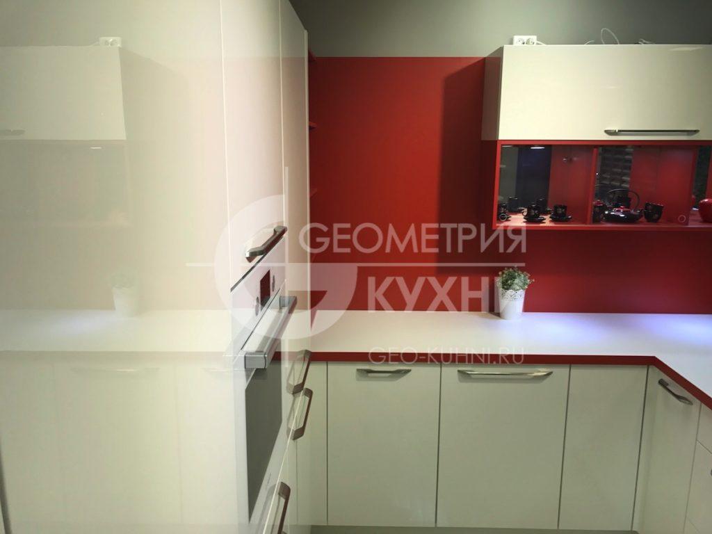 kukhnya-na-zakaz-spb-white-red-geometriya-9