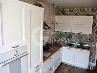 Уютная кухня для квартиры современной планировки