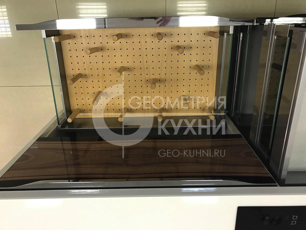 kukhnya-belaya-ostrovnaya-geometriya-22
