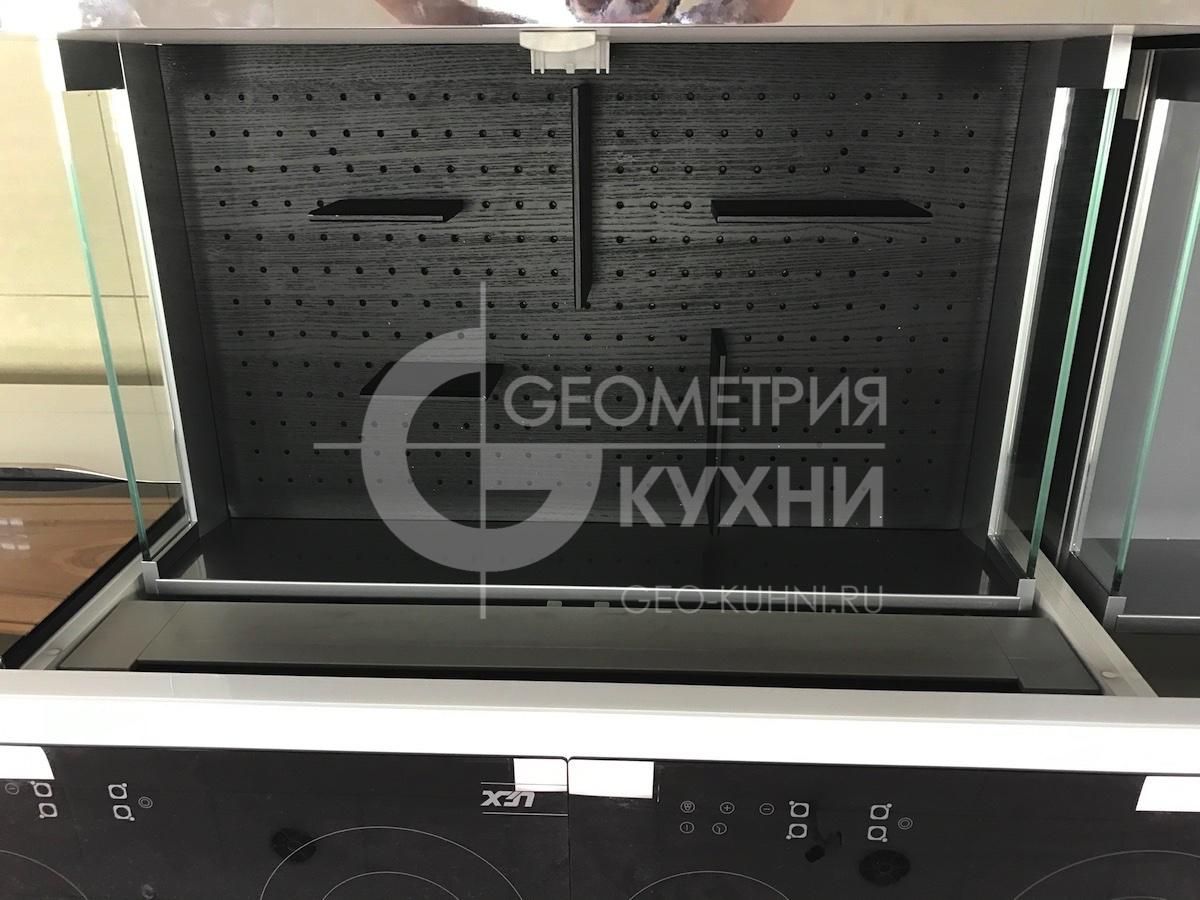 kukhnya-belaya-ostrovnaya-geometriya-23