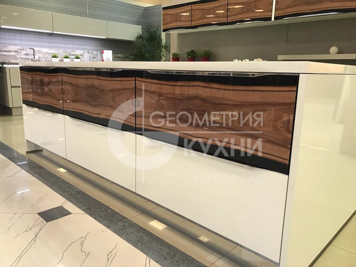 kukhnya-belaya-ostrovnaya-geometriya-4