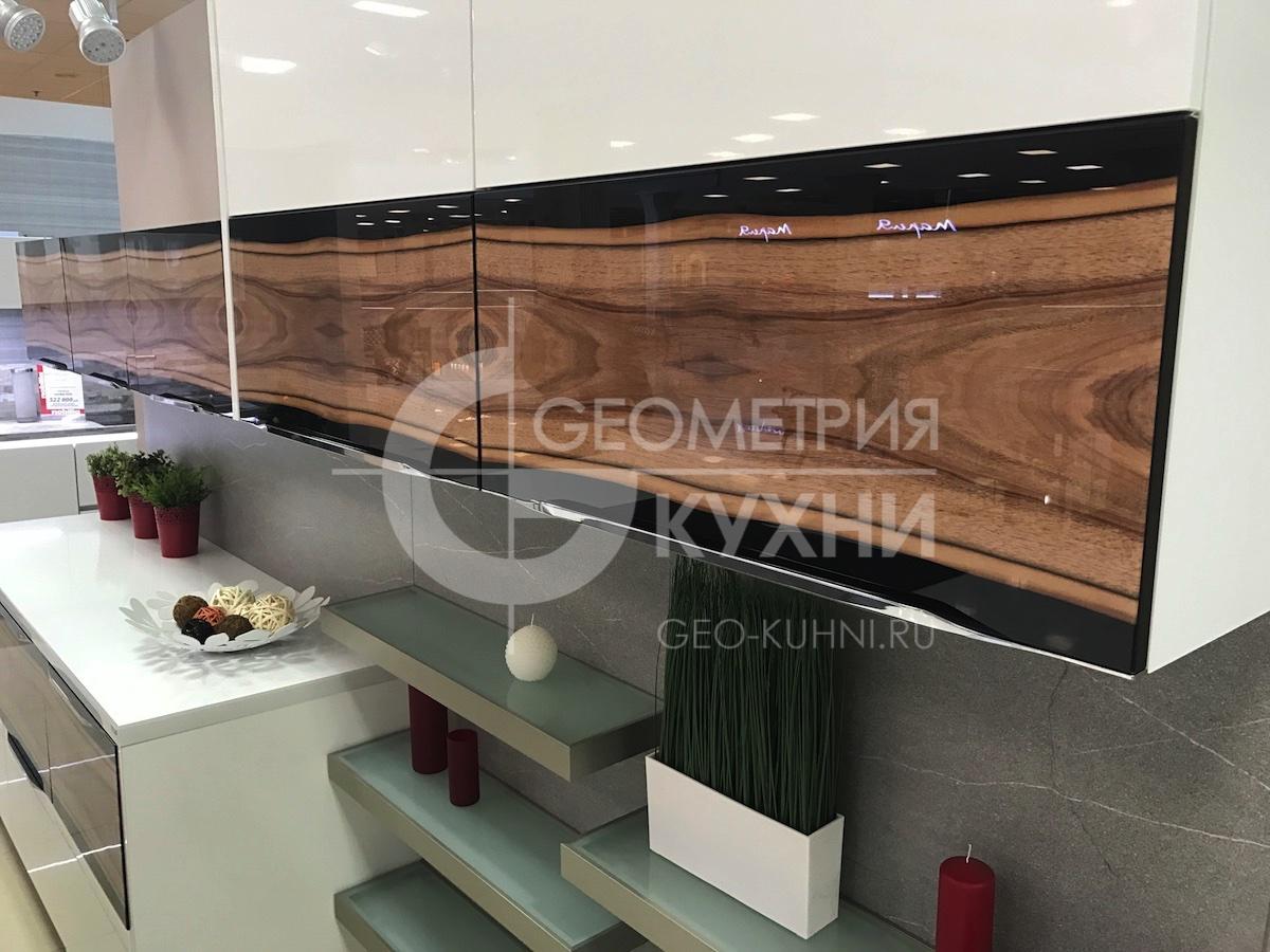 kukhnya-belaya-ostrovnaya-geometriya-5