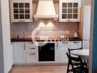Белоснежный кухонный гарнитур в квартиру