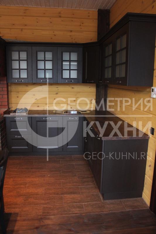 kuxnya-zagorodnyy-dom-na-zakaz-geometriya-2