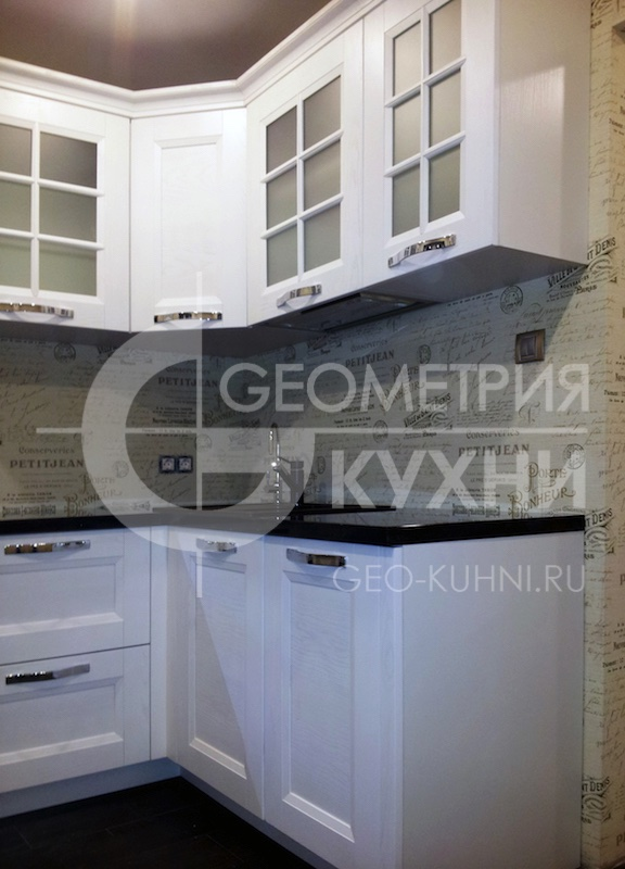 belosnegnaya-kukhnya-modeli-arli-na-zakaz-geometriya-5