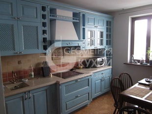 Прямая кухня в голубых оттенках