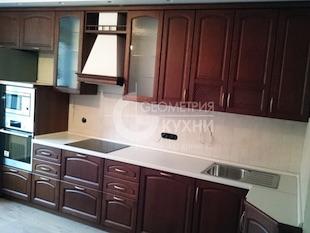 Прямая кухня с небольшим углом