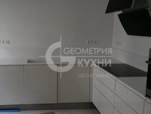 Немецкая белая кухня в стиле минимализм