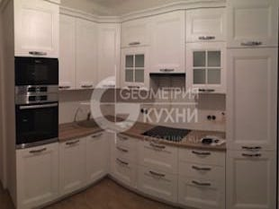Удобная и функциональная белая кухня