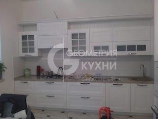 Белая кухня для светлого интерьера