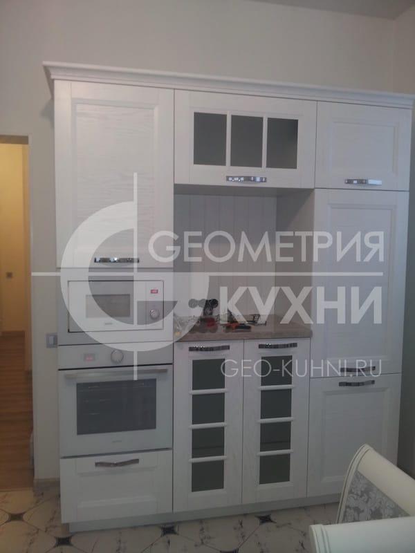 belaya-kukhnya-dlya-svetlogo-interyera-5