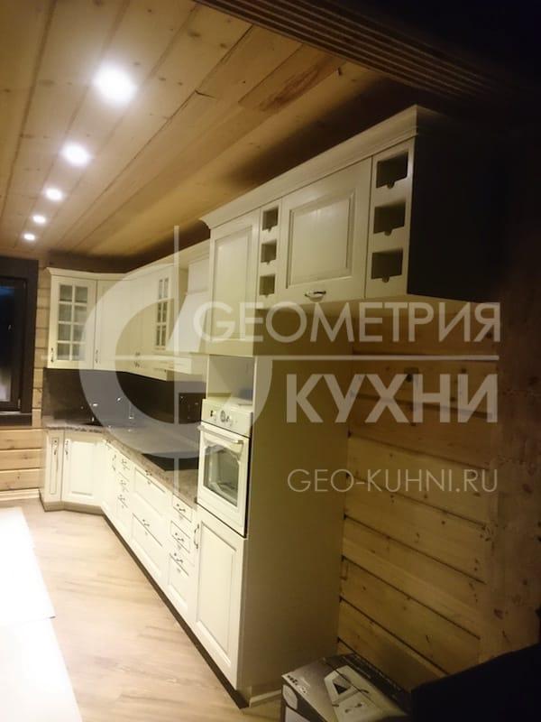 klassicheskaya-kukhnya-v-derevenskom-stile-1