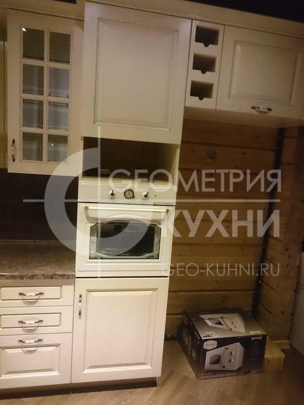 klassicheskaya-kukhnya-v-derevenskom-stile-5
