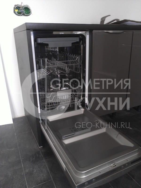 kukhonnaya-mebel-s-fasadami-tsveta-grafit-2