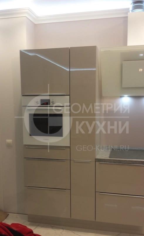 lakonichnaya-kukhnya-v-stile-khay-tek-2