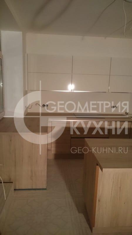 plastikovaya-kukhnya-s-ostrovnym-modulem-2