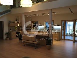 Кухня-гостиная в интерьере большого дома