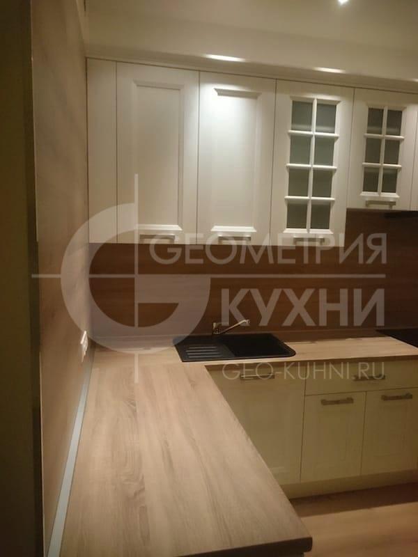 Угловая кухня из массива ясеня
